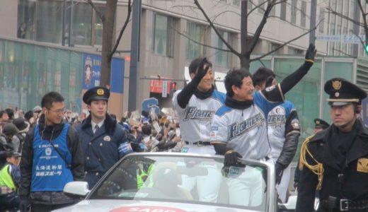 日本ハムが優勝パレード 栗山監督らが札幌市で