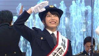横山由依、警察官の制服姿で「適切な110番通報を」