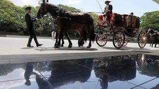 即位後初の新任駐日大使「信任状奉呈式」=皇居に向かう馬車列
