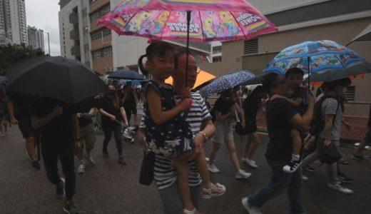 「学生守れ」教師らがデモ 香港、警察の暴力批判