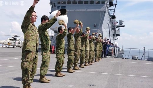 同乗ルポ:海自最大の護衛艦「いずも」の自衛隊員たち