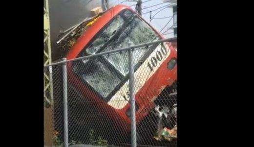 京急線とトラック衝突、1人死亡