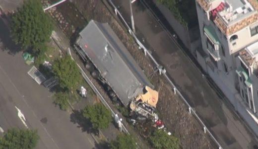 事故のトラックが川転落 神戸、運転手は死亡