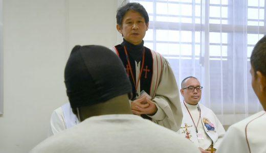 キリスト教徒、ムスリムが一緒に祈る たった30分の不思議な「教会」