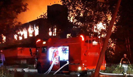 廃虚ホテルで深夜の火災、放火の可能性 北海道・旭川