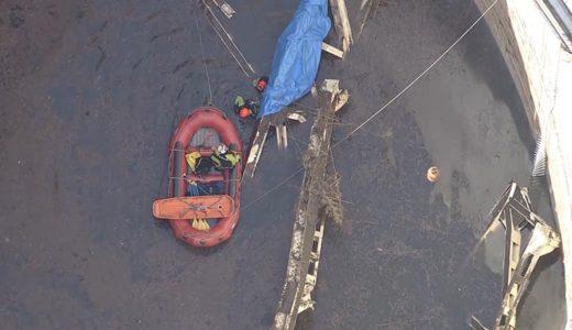 米軍跡地のタンクで転落した男性作業員の救出活動にあたる消防局の関係者ら